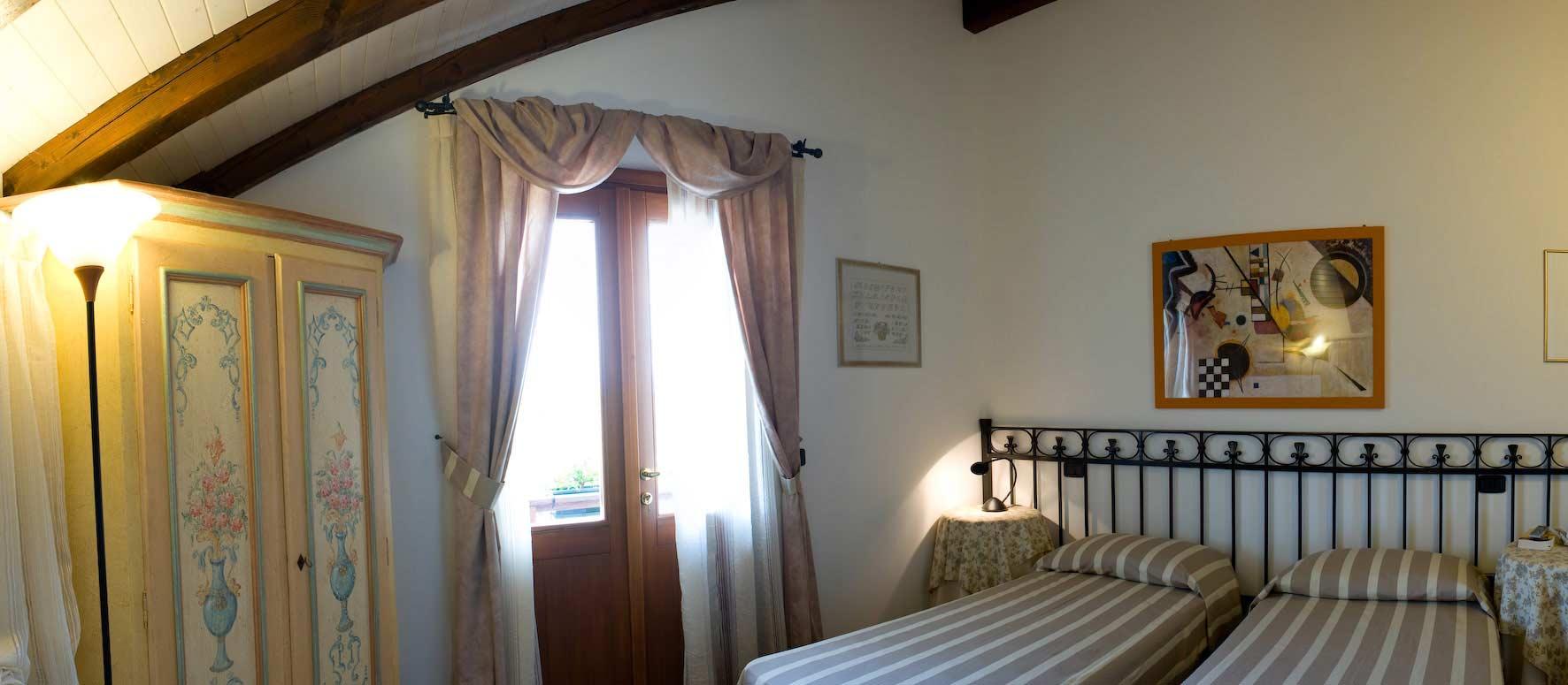 Camera Matrimoniale A Udine.Casale Degli Ulivi Camera Carolina